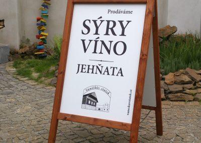 reklamni-cedule-vino-syry